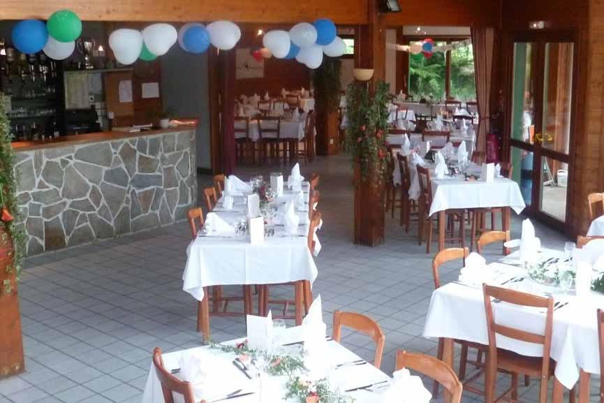 Salle de restaurant pour banquet, cousinade, anniversaire